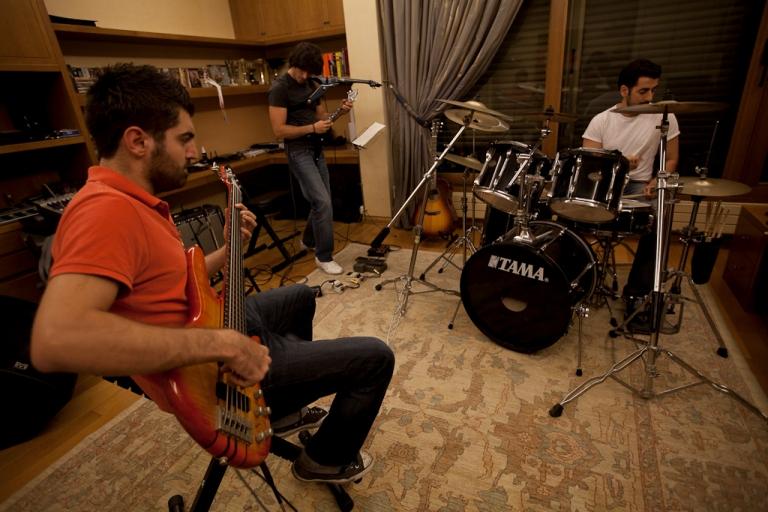 http://lebmetal.com/wp-content/files/2011/10/band-practice-1.jpg